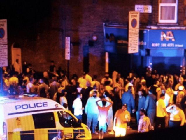A large crowd gathers at the scene of the major incident. Source: Twitter/andrejpwalker