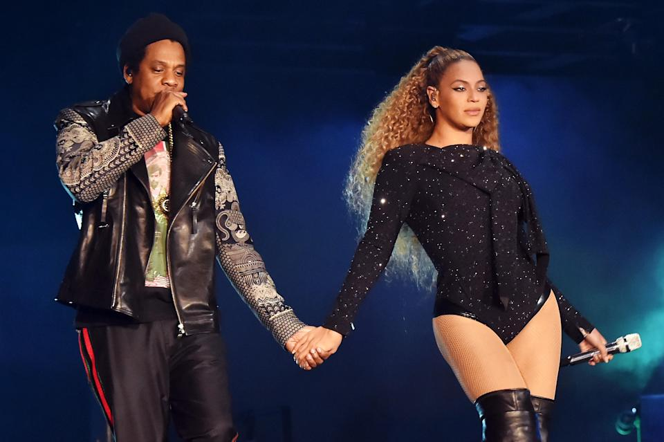 """Jay-Z and Beyoncé Knowles perform during the """"On the Run II"""" tour. (Photo: Kevin Mazur/Getty Images for Parkwood Entertainment)"""