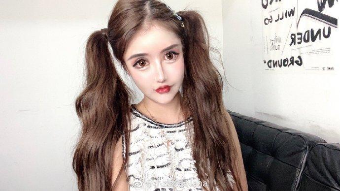 """<p>""""Little Z Nana"""", a social media influencer from China, recently revealed on her Weibo page, her 100-plus plastic surgery procedures that she has undergone since the age of 13.(Courtesy of Weibo/小z娜娜Nana)</p>"""