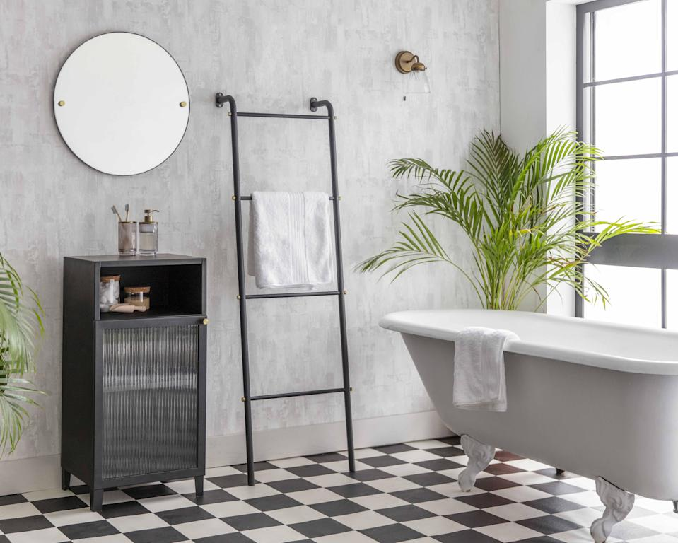 """<p><strong>Gold taps, marble sinks, roun</strong><strong>d <a href=""""https://www.housebeautiful.com/uk/decorate/display/g33509364/floor-mirrors/"""" rel=""""nofollow noopener"""" target=""""_blank"""" data-ylk=""""slk:mirrors"""" class=""""link rapid-noclick-resp"""">mirrors</a> and </strong><strong>free-standing bathtubs are among the most popular <a href=""""https://www.housebeautiful.com/uk/decorate/bathroom/g27912693/bathroom-ideas/"""" rel=""""nofollow noopener"""" target=""""_blank"""" data-ylk=""""slk:bathroom"""" class=""""link rapid-noclick-resp"""">bathroom</a> trends on Instagram, new research has found. </strong> </p><p>Over the years, Instagram has become a brilliant source of <a href=""""https://www.housebeautiful.com/uk/decorate/looks/g32374138/virtual-design-service/"""" rel=""""nofollow noopener"""" target=""""_blank"""" data-ylk=""""slk:interior design"""" class=""""link rapid-noclick-resp"""">interior design</a> inspiration for the home, especially for the bathroom. With many of us regularly monitoring popular hashtags such as #bathroomgoals and #dreambathroom, the social media platform has become a space where we not only share our own bathrooms, but find inspiration from others, too. </p><p>The team at <a href=""""https://www.nortonfinance.co.uk/know-how/financial-news/the-top-home-interiors-trends-according-to-instagram"""" rel=""""nofollow noopener"""" target=""""_blank"""" data-ylk=""""slk:Norton Finance"""" class=""""link rapid-noclick-resp"""">Norton Finance</a> analysed the biggest bathroom hashtags, ranking how often a trend appeared. Take a look at the top trends to tap into next year...</p>"""