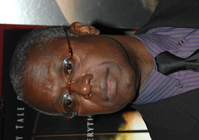 "FILE - In this Nov. 12, 2007 file photo, actor Andre Braugher arrives at the premiere of ""The Mist"" at The Ziegfeld Theater in New York. Braugher will star in the New York premier of Matthew Lopez's Civil War-era play ""The Whipping Man,"" beginning on Jan. 13, 2011 at New York City Center.  (AP Photo/Peter Kramer, file)"