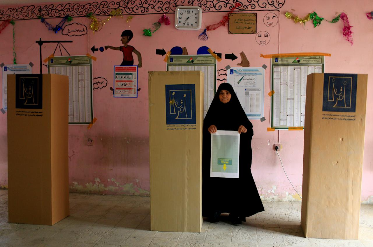 <p>An Iraqi woman arrives to cast her vote at a polling station during the parliamentary election in the Sadr city district of Baghdad, Iraq, May 12, 2018. (Photo: Thaier al-Sudani/Reuters) </p>