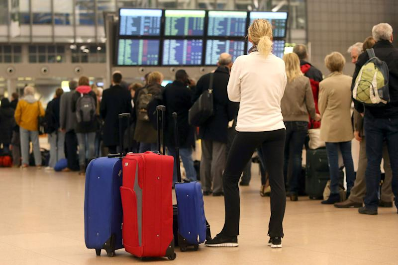 Hamburg airport security staff to strike