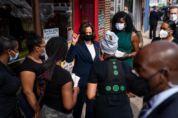 CHICAGO, IL - APRIL 06: Vice President Kamala Harris makes a stop at Brown Sugar Bakery on Chicago's Southside with Cook County State's Attorney Kim Foxx and Illinois Lt. Governor Juliana Stratton on Tuesday, April 6, 2021 in Chicago, IL. (Kent Nishimura / Los Angeles Times)