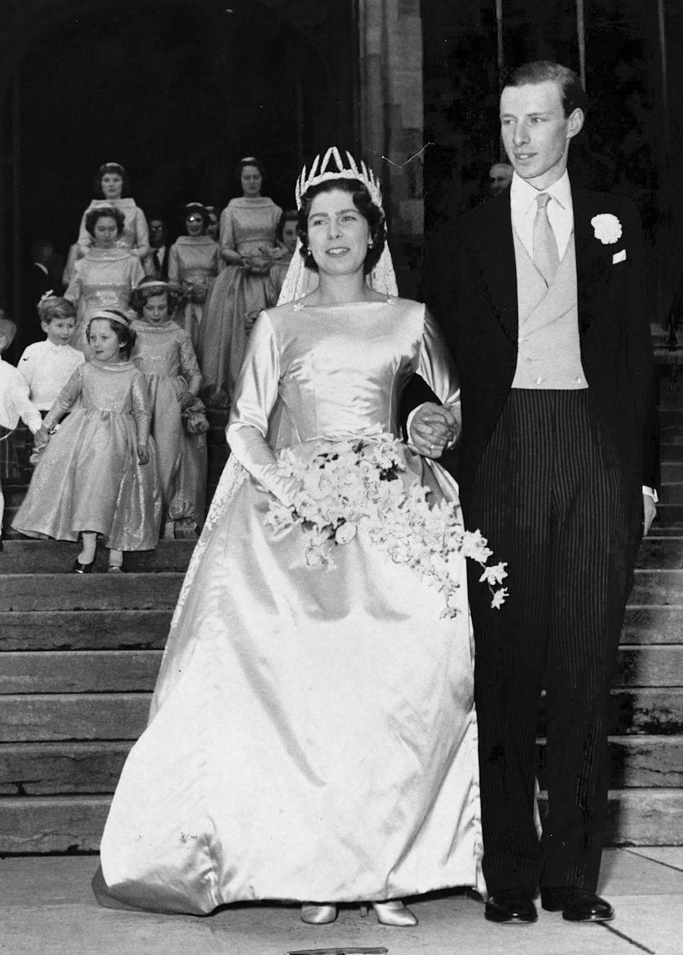 <p>The granddaughter of Princess Alice chose a romantic long-sleeved, satin ball gown.</p>