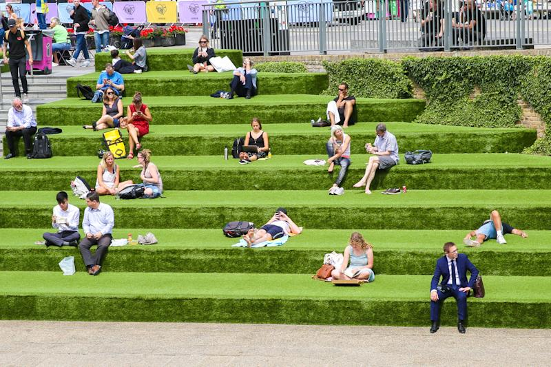 LONDON, UNITED KINGDOM - 2019/07/17: Locals and tourists sunbath during a warm and sunny day in London. The hot weather continues in the UK, according to the Meteorological station, rain is forecast across the country during the next few days. (Photo by Dinendra Haria/SOPA Images/LightRocket via Getty Images)