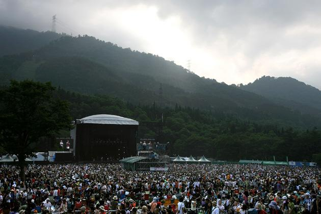 The crowd anticipates the arrivals of Spoon, Blackmarket, Bloc Party and other favourites on stage at Fuji Rock Festival 2008.