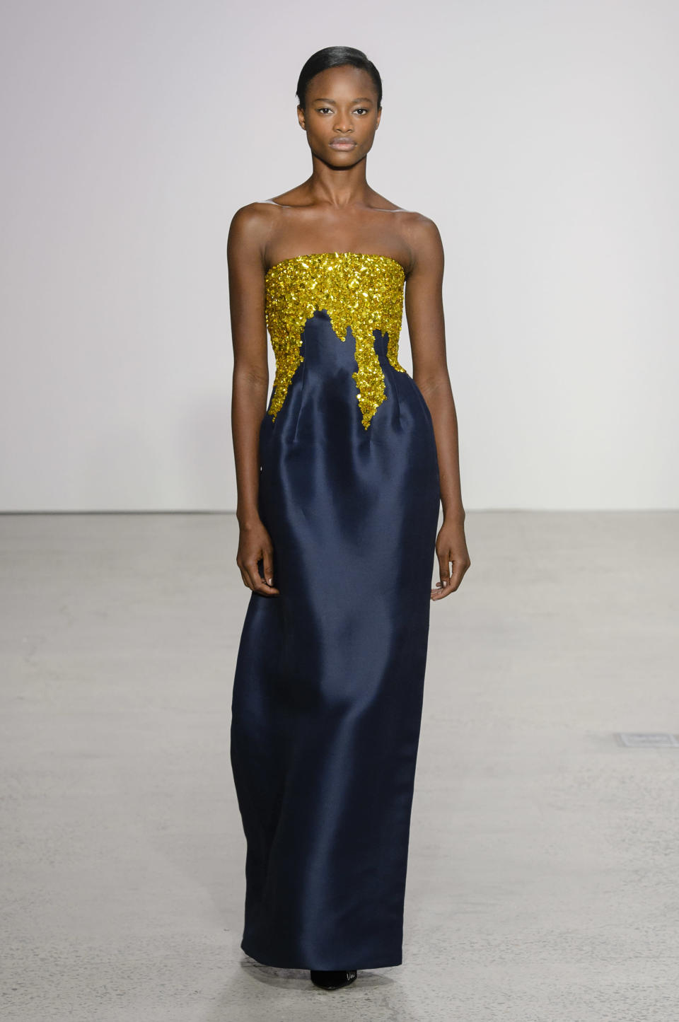 <p><i>Model wears a two-tone, yellow and navy sequin-embellished dress from the SS18 Oscar de la Renta collection. (Photo: IMAXtree) </i></p>