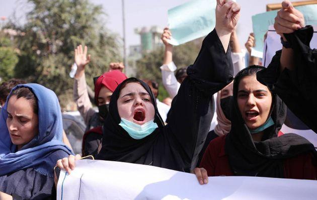 Women shouting in Kabul before the Taliban suppressed the protest (Photo: Anadolu Agency via Getty Images)