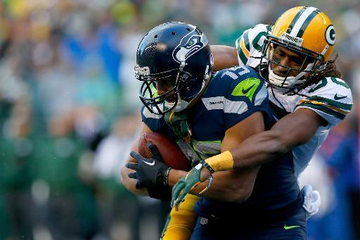 Jermaine Kearse, el número 5 de los Seattle Seahawks, hace un touchdown de 35 yardas en el tiempo extra ante los Green Bay Packers durante su encuentro en el marco del Campeonato NFC, el 18 de enero de 2015 en Seattle, Washington (Getty/AFP | Tom Pennington)
