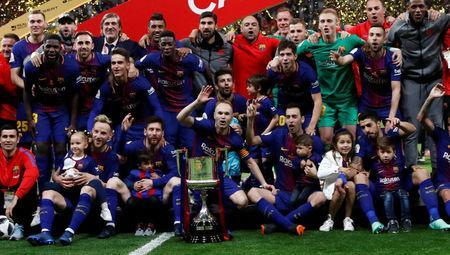 Soccer Football - Spanish King's Cup Final - FC Barcelona v Sevilla - Wanda Metropolitano, Madrid, Spain - April 21, 2018 Barcelona's Andres celebrates with the trophy and team mates after the match REUTERS/Juan Medina