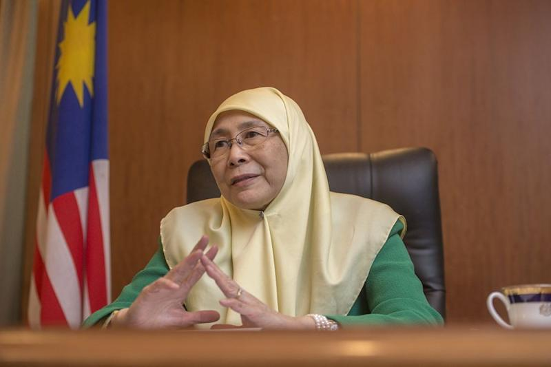 Wan Azizah currently enjoys the highest approval rating among Malaysians when compared against six other ministers. — Picture by Mukhriz Hazim