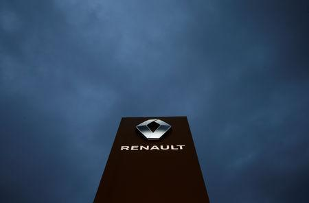 FILE PHOTO: The logo of French car manufacturer Renault is seen at a dealership of the company in Illkirch-Graffenstaden near Strasbourg, France, January 10, 2019.   REUTERS/Vincent Kessler/File Photo