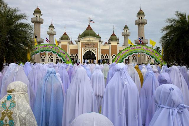 <p>PATTANI, THAILAND: Thai Muslim women pray during the special Eid ul-Fitr morning prayer at the Central Mosque of Pattani in the southern province of Pattani, Thailand. The beautiful mosque is the largest in Thailand. Pattani is one of the four provinces of Thailand where the majority of the population (88%) are Malay Muslim.</p>