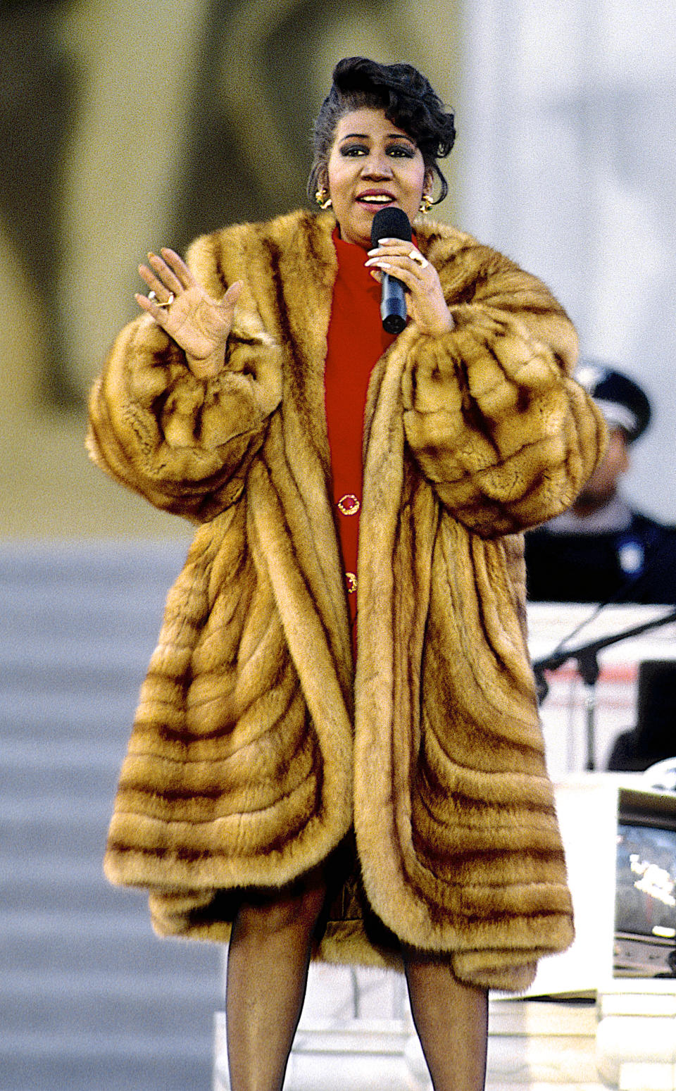 <p>Aretha Franklin wears an oversized brown fur coat over a red mod-style mini dress with gold emerald earrings while preforming at the Lincoln Memorial for President William Jefferson Clinton's inaugural gala in Washington, D.C. (Photo by Mark Reinstein/Corbis via Getty Images) </p>