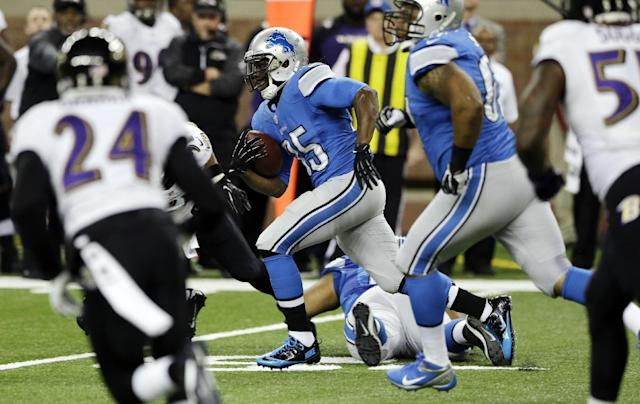 Detroit Lions running back Joique Bell (35) breaks through the Baltimore Ravens defense during the first quarter of an NFL football game in Detroit, Monday, Dec. 16, 2013. (AP Photo/Carlos Osorio)
