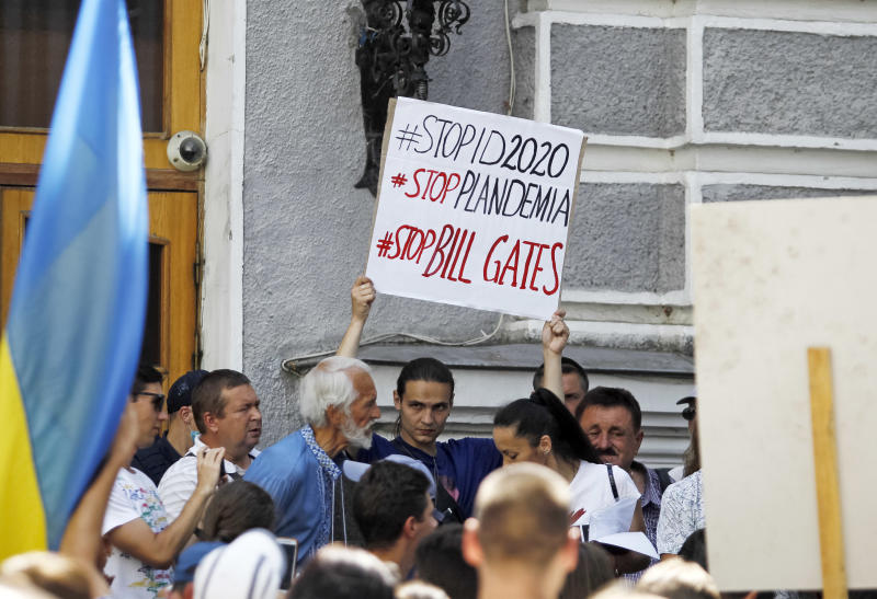 Protesta en Ucrania contra la pandemia y contra Bill Gates. (Photo by Pavlo Gonchar/SOPA Images/LightRocket via Getty Images)