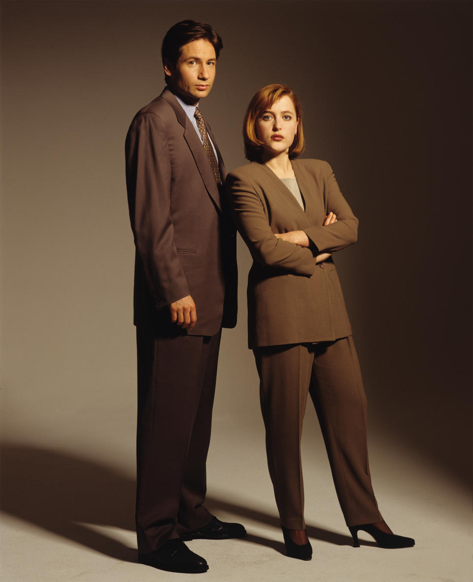 LOS ANGELES - 1993:  Actors Gillian Anderson and David Duchovny poses for a portrait in 1993 in Los Angeles, California. (Photo by Deborah Feingold/Getty Images)