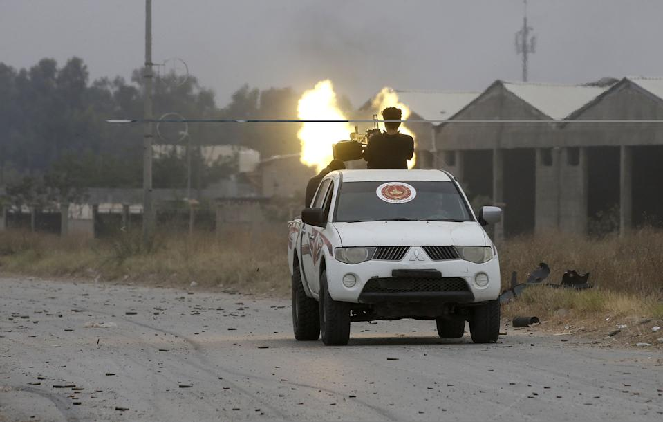 Fighters loyal to the Libyan internationally-recognised Government of National Accord (GNA) fire a heavy machine gun during clashes against forces loyal to strongman Khalifa Haftar, on May 21, 2019 in the Salah al-Din area south of the Libyan capital Tripoli. (Photo: Mahmud Turkia/AFP/Getty Images)