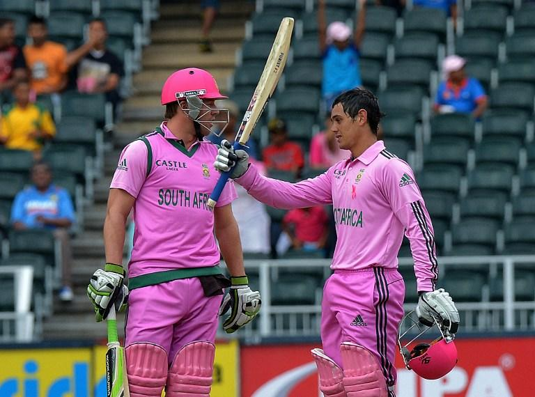 South Africa's batsman Quinton de Kock (R) celebrates his 100th run during the first one-day Internationals (ODI) match between South Africa and India at the Wanderers Stadium in Johannesburg, on December 5, 2013. AFP PHOTO / ALEXANDER JOE