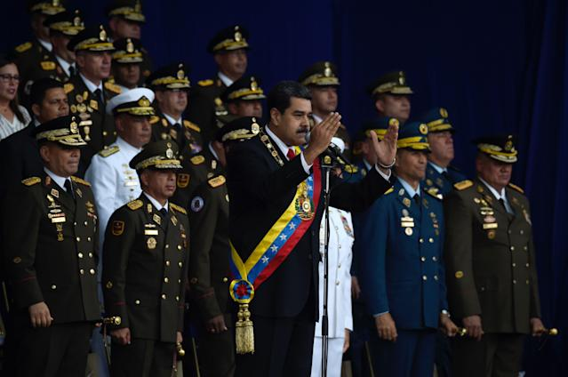 <p>Venezuelan President Nicolas Maduro (C) delivers a speech during a ceremony to celebrate the 81st anniversary of the National Guard in Caracas on Aug. 4, 2018 day in which Venezuela's controversial Constituent Assembly marks its first anniversary. (Photo: Juan Barreto/AFP/Getty Images) </p>
