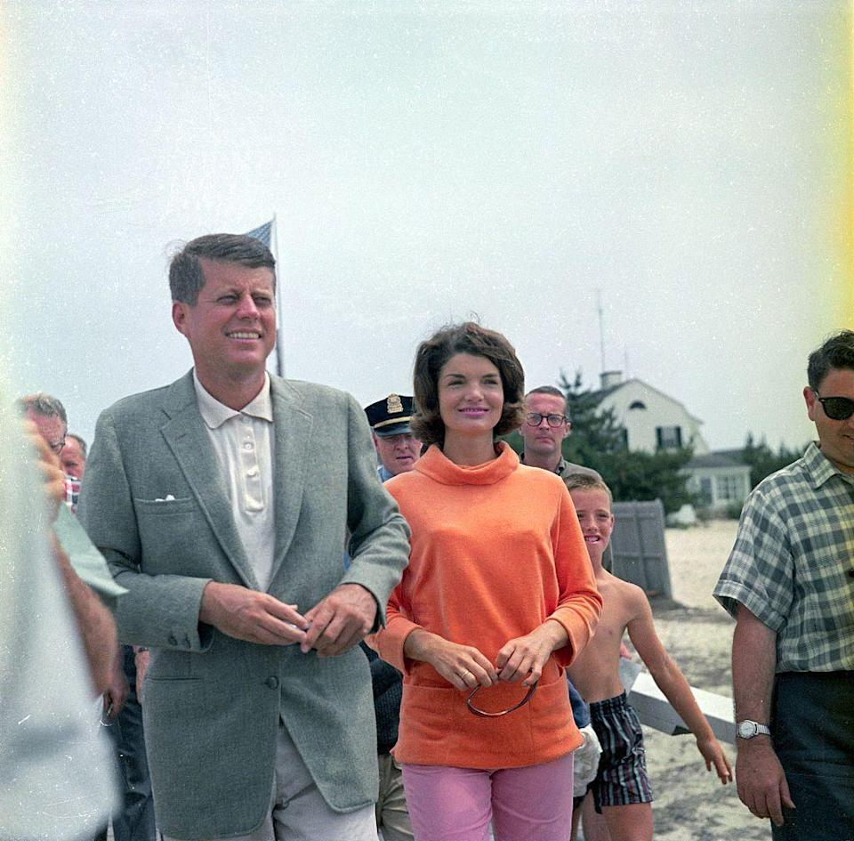 <p>John F. Kennedy and his wife Jacqueline walk along the pier in Hyannis Port.</p>