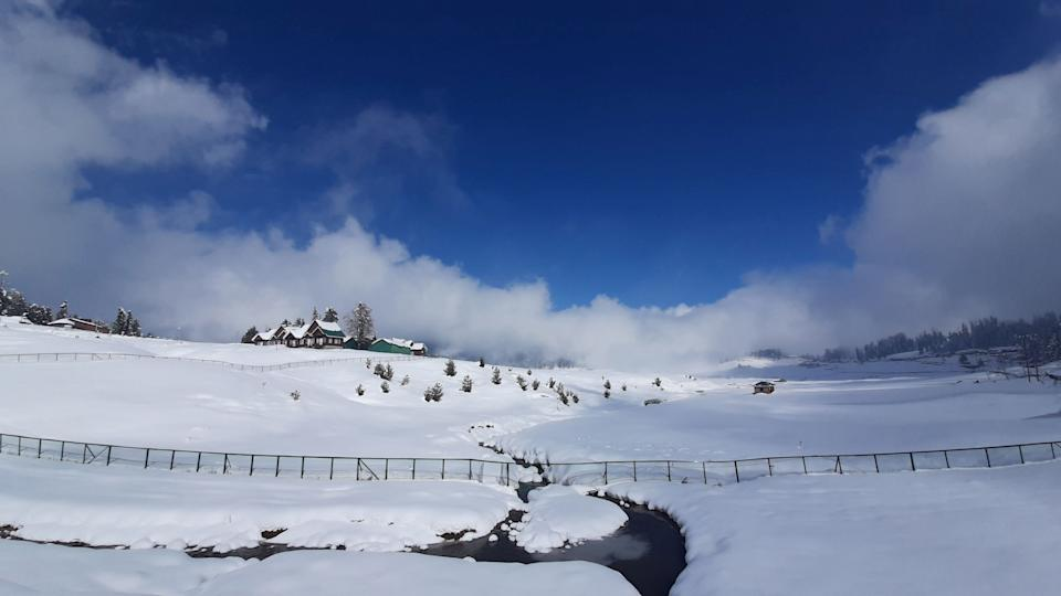 A view of the snow covered ski-resort of Gulmarg after the season's first snowfall on November 16, 2020 in Gulmarg, India. (Photo by Waseem Andrabi/Hindustan Times via Getty Images)