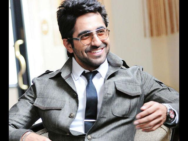 <b>16. Ayushmaan Khurana</b><br>Your very own Delhi boy Ayushmaan has touched many hearts and we love his semi-casual look of well-fitted jeans, shirt and a vest. That slight stubble also just makes it perfect for him.