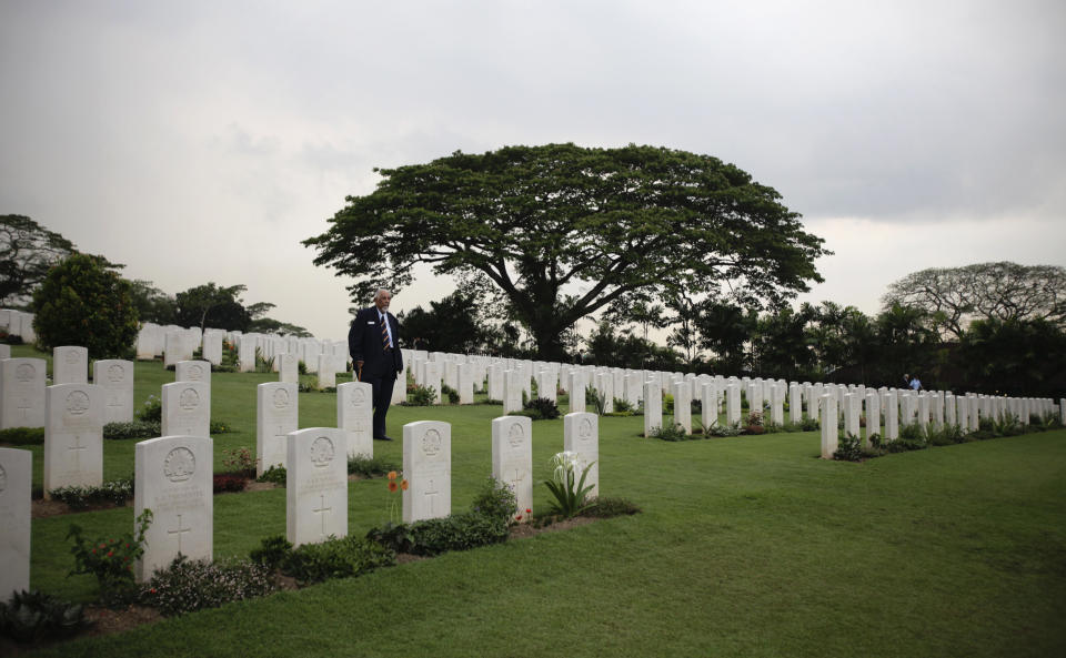 War veteran George Hess'e of the Malayan Volunteers Group Australia walks along rows of graves after a remembrance ceremony at the Kranji Commonwealth War Cemetery in Singapore February 15, 2012. The ceremony was held to commemorate the 70th anniversary of the fall of Singapore during World War II. REUTERS/Tim Chong (SINGAPORE - Tags: ANNIVERSARY CONFLICT)