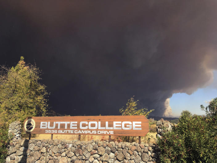 Smoke from the Camp Fire darkens the sky above the Butte College sign in Oroville, Calif., on Nov. 8, 2018. (Don Thompson / AP file)