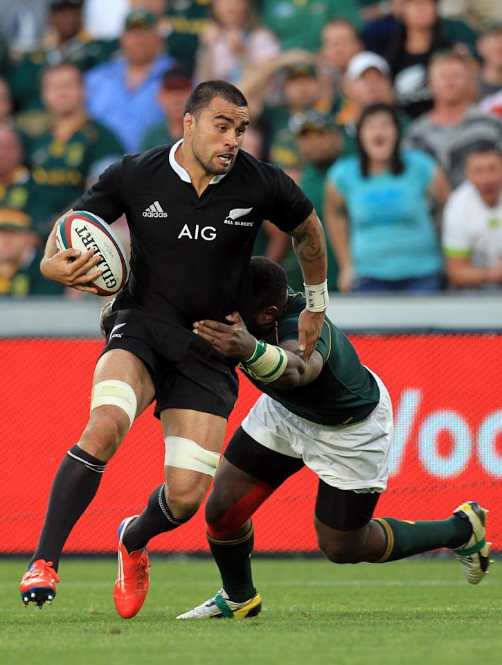 New Zealand's Liam Messam, left, avoids a tackle from South Africa's Tendai Mtawarira, right, during their Rugby Championship match at Ellis Park Stadium in Johannesburg, South Africa, Saturday, Oct. 5, 2013. (AP Photo/Themba Hadebe)