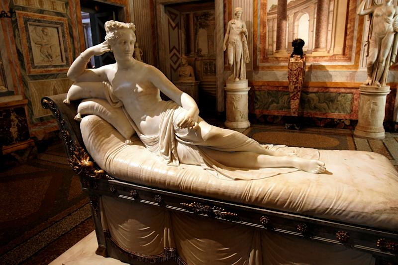 L'opera in marmo esposta alla Galleria Borghese di Roma (Photo: Tony Gentile / reuters)