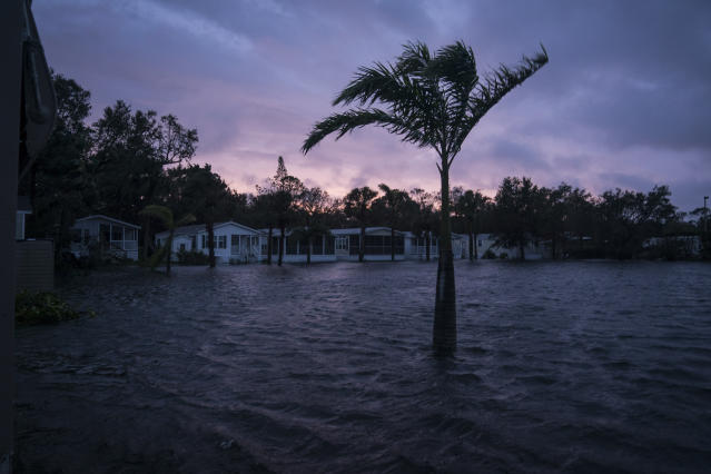 <p><strong>Bonita Springs</strong><br> Flood waters surround Palm Lake RV Resort as Hurricane Irma works its way up the west Florida coast in Bonita Springs, Fla. on Sept 10, 2017. (Photo: Jabin Botsford/The Washington Post via Getty Images) </p>