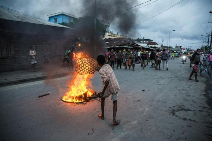 Protesters burned tyres, blocked roads and threw stones at security forces (AFP Photo/RIJASOLO)