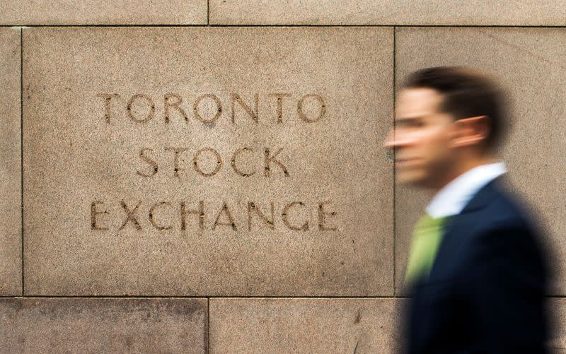 TSX and Canadian dollar gain as economic aid encourages investors