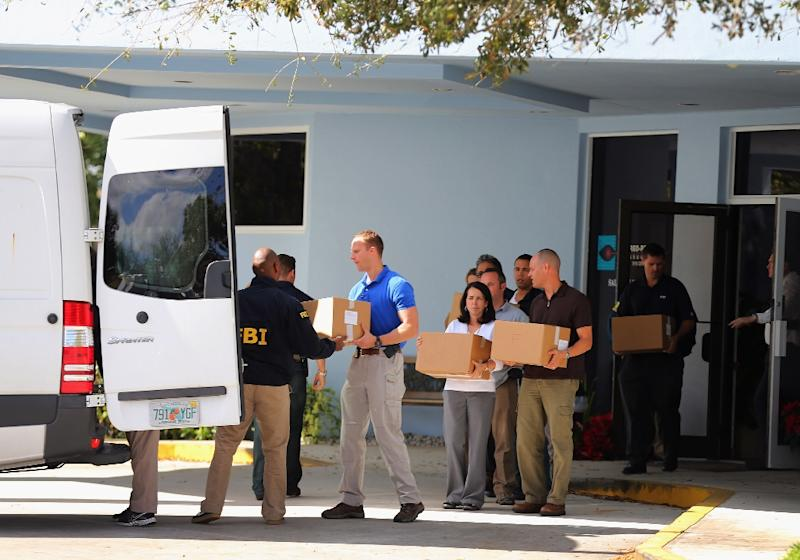 FBI agents carry out boxes from the Florida medical office of Salomon Melgen on January 30, 2013 as law enforcement officials investigate his ties to US Senator Robert Menendez (AFP Photo/Joe Raedle)