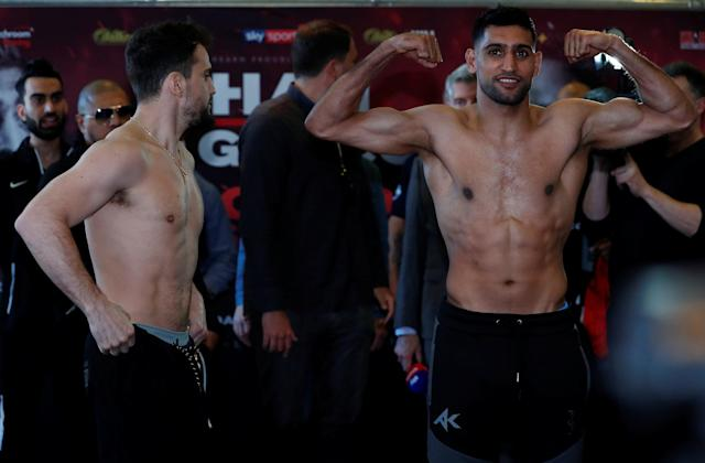 Boxing - Amir Khan & Phil Lo Greco Weigh-In - Hilton Hotel, Liverpool, Britain - April 20, 2018 Amir Khan and Phil Lo Greco and during the weigh in Action Images via Reuters/Andrew Couldridge