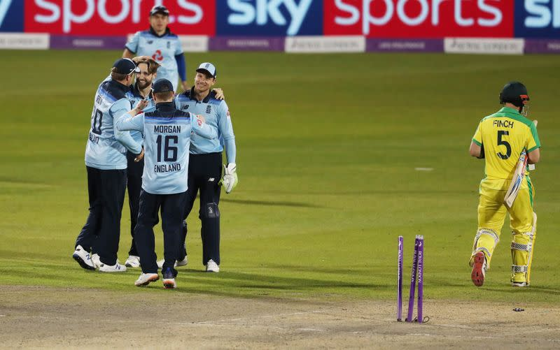 England win second ODI after dramatic Australia collapse