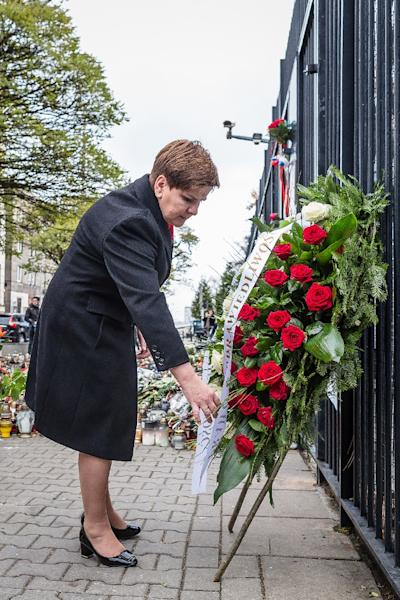 Polish newly appointed Prime Minister Beata Szydlo lays a wreath on November 16, 2015 in front of French embassy in Warsaw to pay tribute to victims of the attacks in Paris claimed by Islamic State on November 13 (AFP Photo/Wojtek Radwanski)