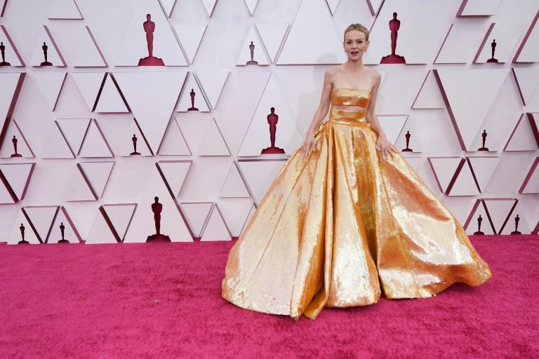 Oscar-nominated actress Carey Mulligan is ready for her big moment, dazzling on the red carpet in a golden gown