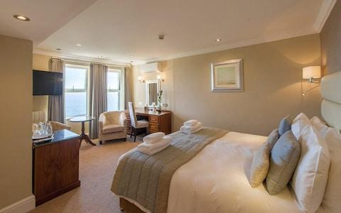the carlyon bay, cornwall bedroom image