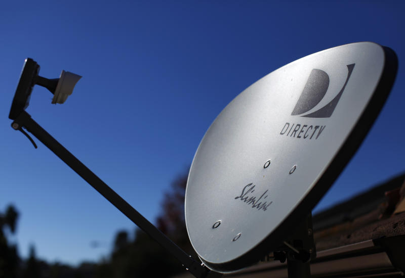 A DirecTV satellite dish is seen on a residential home in Encinitas, California November 5, 2014. Satellite TV provider DirecTV will report its third-quarter earnings Thursday. REUTERS/Mike Blake (UNITED STATES - Tags: ENTERTAINMENT BUSINESS TELECOMS)
