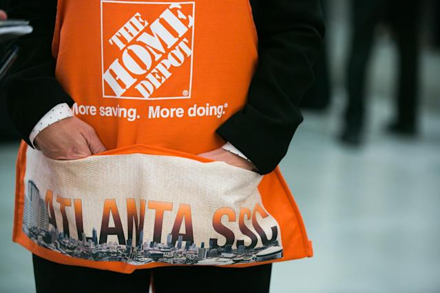 ATLANTA, GA – MARCH 08: An employee wears an apron to the meeting with House Speaker Paul Ryan during a visit to The Home Depot Store Support Center on March 8, 2018 in Atlanta, Georgia. Ryan visited the Home Depot Store Support Center to answer questions from employees during a town hall style meeting. (Photo by Jessica McGowan/Getty Images)