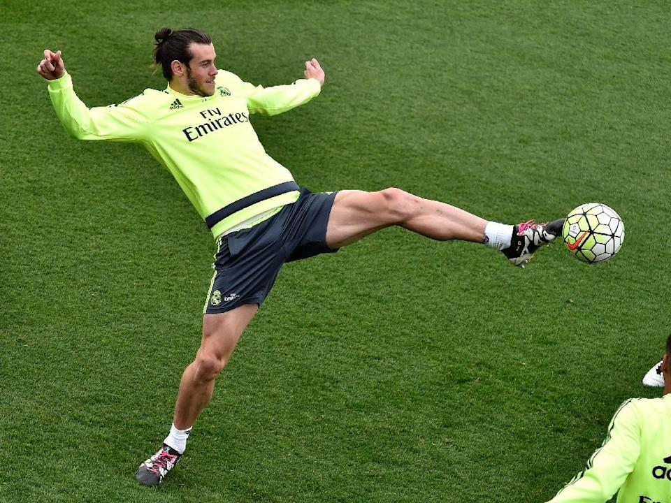 Real Madrid's Welsh forward Gareth Bale controls the ball during a training session at Valdebebas training ground in Madrid, on April 29, 2016 (AFP Photo/Gerard Julien)