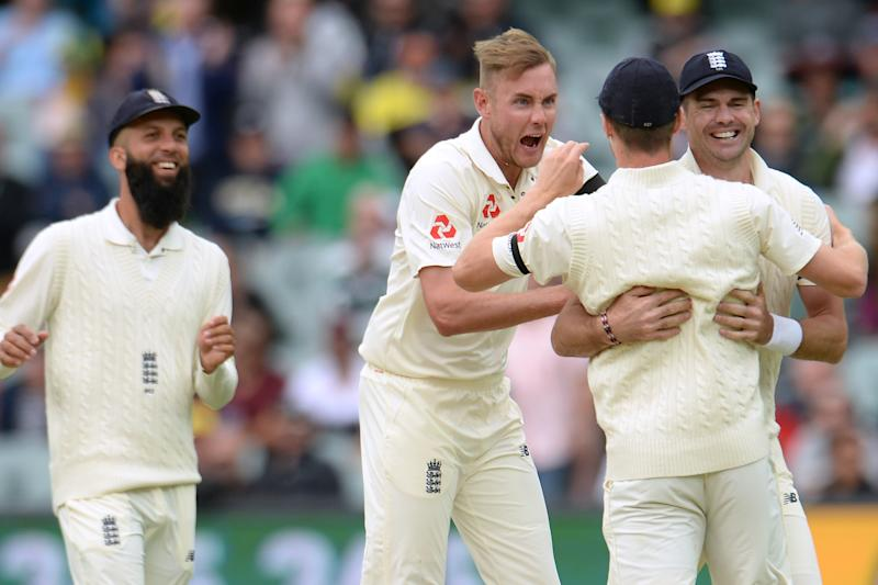 ADELAIDE, AUSTRALIA - DECEMBER 2 : Stuart Broad and James Anderson of England congratulate Chris Woakes of England after the run out of Cameron Bancroft of Australia during the first day of the second Ashes cricket test match between Australia and England at the Adelaide Oval on December 2, 2017 in Adelaide, Australia. (Photo by Philip Brown/Getty Images)