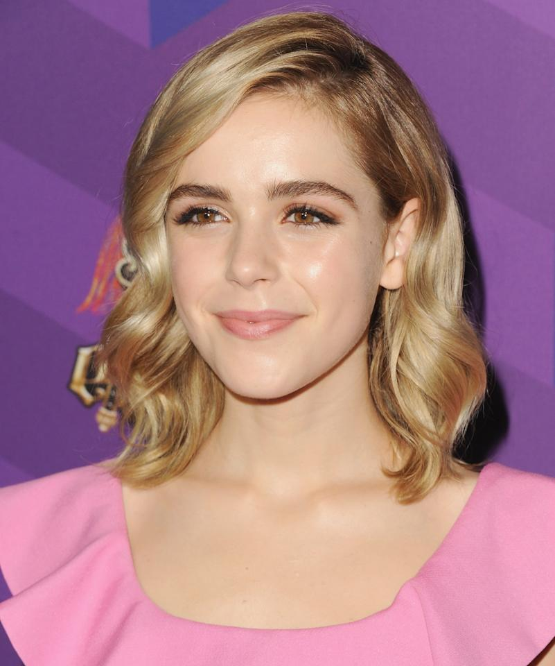 <p>Kiernan kept her makeup light and dewy with soft curls in her hair at Just Jared's Way to Wonderland event in 2015.</p>