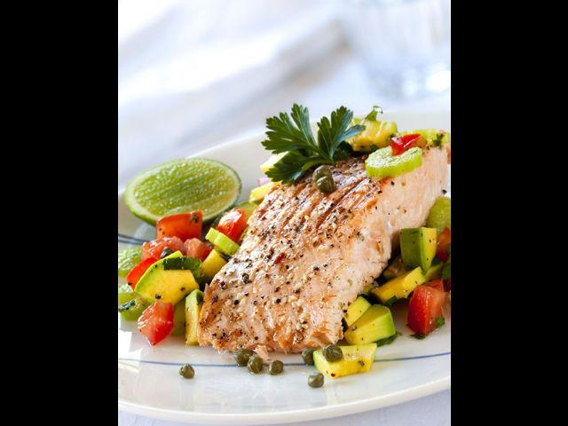 <b>5. Non-Veg delight </b><br> It is always wise to choose meat options that are low in fat and high in protein. Cooking fish, shrimps, prawns, turkey make for a healthy party menu. Grilling fish rather than frying is a better idea.