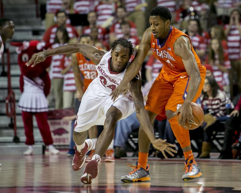 Arkansas held off late Clemson rally to win 74-68