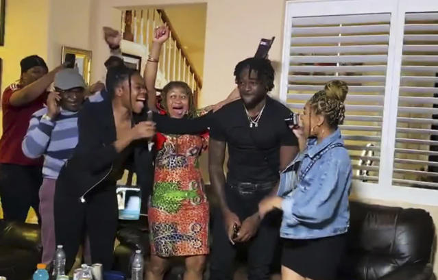 """<a class=""""link rapid-noclick-resp"""" href=""""/nfl/teams/san-francisco/"""" data-ylk=""""slk:San Francisco 49ers"""">San Francisco 49ers</a> draftee Brandon Aiyuk (second from right) celebrated with his family at home after being selected It was one of many revealing and fulfilling scenes during this year's NFL draft. (Photo by NFL via Getty Images)"""