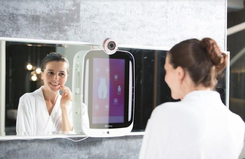The smart HiMirror develops a skin care program for you